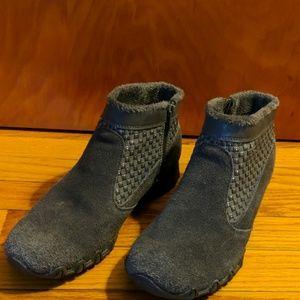 Sketchers gray suede boots